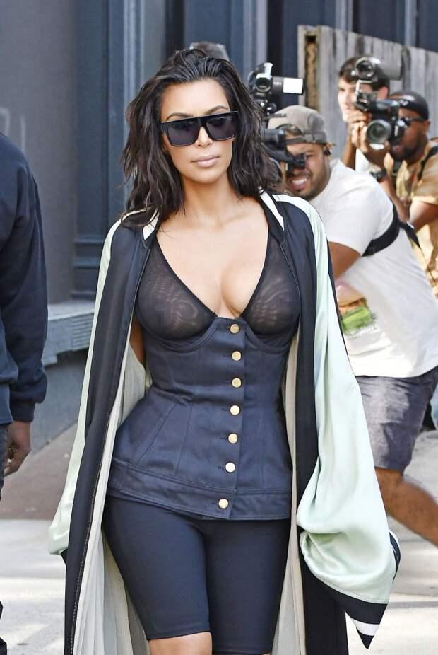 Знаменитые женщины, которые никогда не носят бюстгальтер