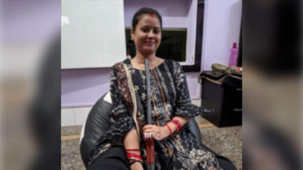 Девушка выстрелила в себя, делая селфи в Индии
