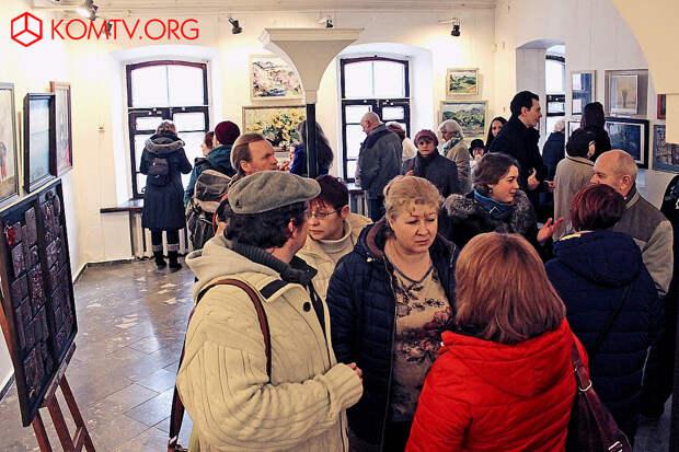 Открытие выставки – хороший повод встретиться и пообщаться друзьям