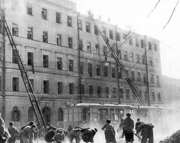 Ленинградцы хотели быстрее вернуть город к жизни. И вернули!