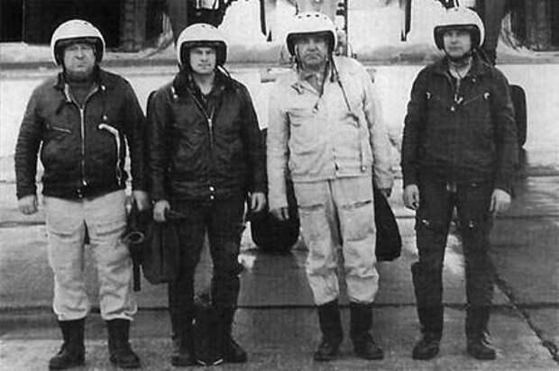 """18 декабря 1981 года встал на крыло """"белый лебедь"""". Первый пилот Ту-160 Борис Иванович Веремей"""
