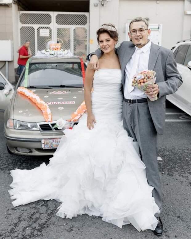 Торт с коноплей и Ксения Собчак среди гостей: подробности свадьбы Моргенштерна и Дилары