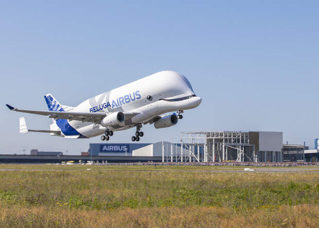 Европейский самолет для негабаритных грузов Beluga XL совершил первый полет