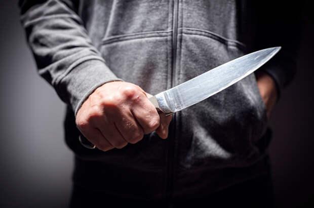 Мужчина с ножом похитил кондитерские изделия в магазине на Искры