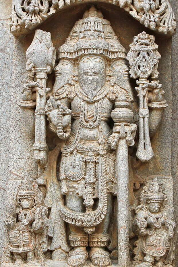 Изображение Брахмы в индийском храме XII века