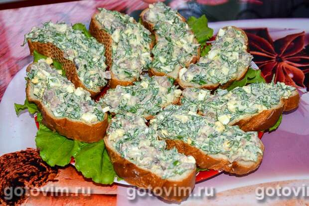 Быстрые бутерброды с селедкой. Фотография рецепта