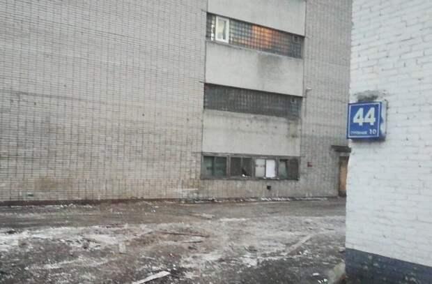 На Авиамоторной улице демонтировали незаконные строения