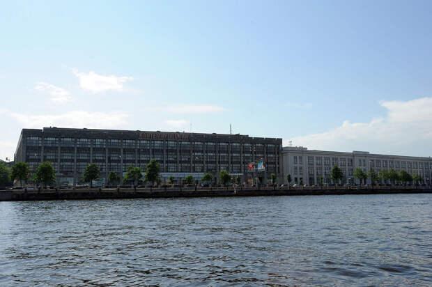 DSC 50301 Нефасадный Петербург: вид с воды