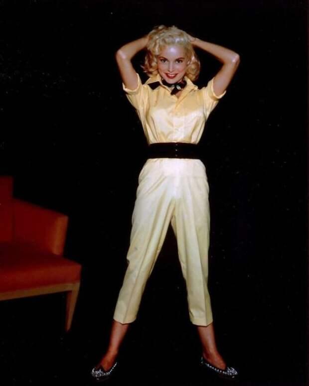 Получила за лучшую женскую роль второго плана премию «Оскар» и «Золотой глобус».