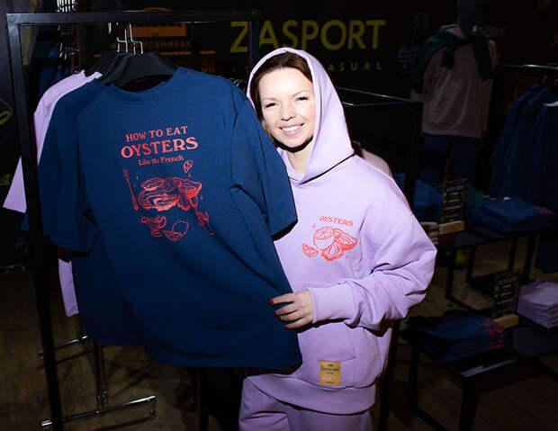 Альбина Джанабаева, Дарья Мороз и другие знаменитости провели день в роли продавцов и курьеров ради благотворительности