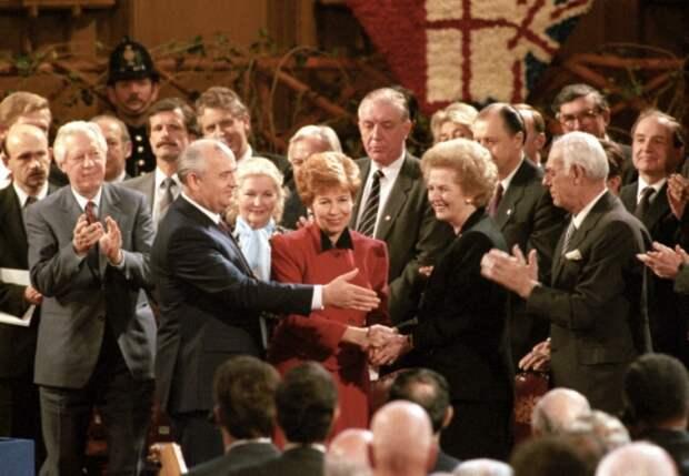 Супруги Горбачевы и Маргарет Тэтчер, 1989   Фото: liveinternet.ru