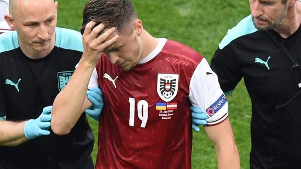 Украина— Австрия: Баумгартнер получил травму ибыл заменен
