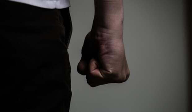 Свердловчанка пожаловалась на избиение семьи и угрозы убийством от экс-супруга