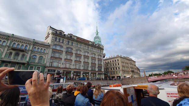 Магазин у Красного моста. Город Санкт-Петербург