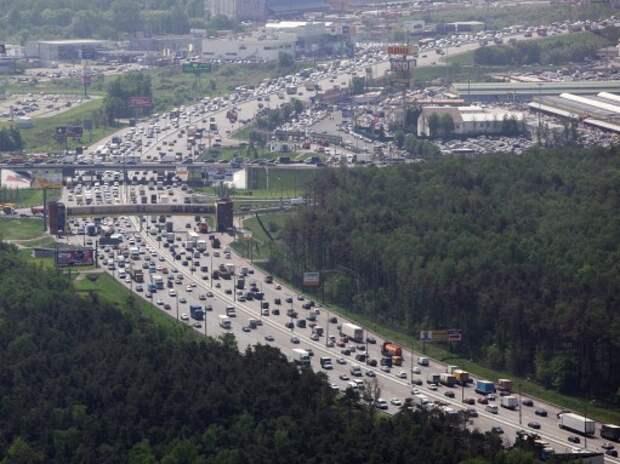 Москва рассмотрит запрет на въезд на МКАД грузовиков массой от 7 т