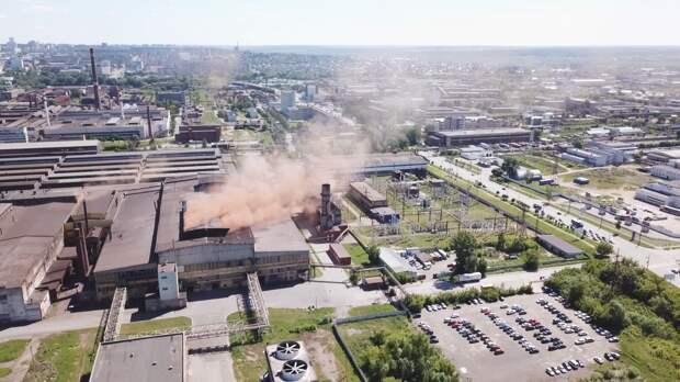 Завод стоит, дым идёт