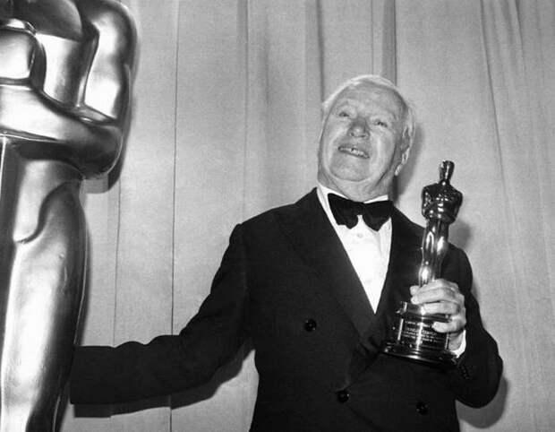Чарли Чаплин на получении премии Оскар в 1972 году.