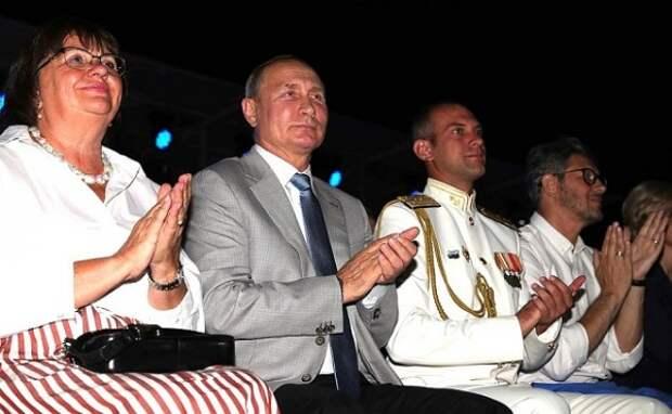 Украинский танцор станцевал перед президентом России в Севастополе