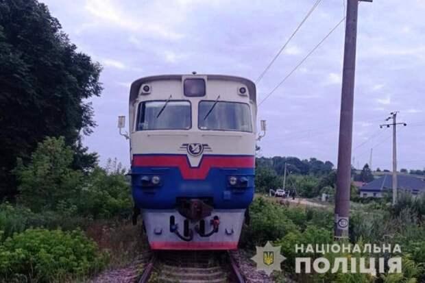 В Хмельницкой области поезд отрезал мужчине ноги