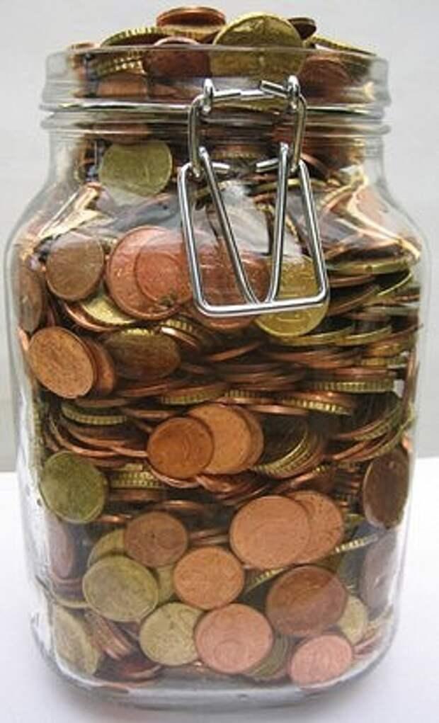 Надежный банк в стеклянной банке