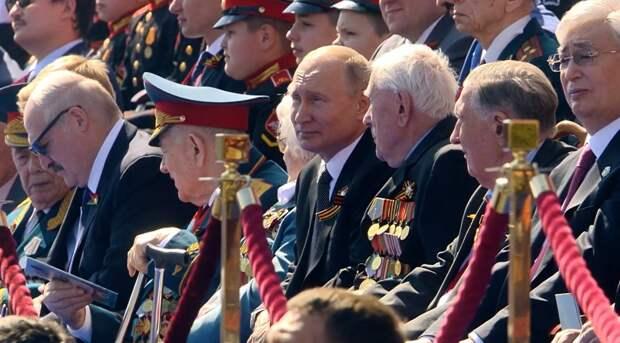Странный человек на Параде Победы
