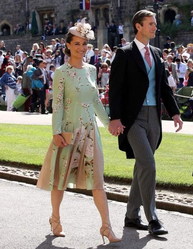 платье Пиппы, ее сестры, на свадьбе принца Гарри