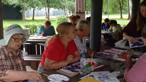Пенсионеров Лианозова приглашают танцевать, рисовать, учить английский и заниматься спортом