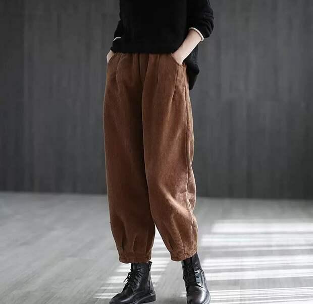 Почему женщинам до и после 50-ти выгодно иметь в зимнем гардеробе вельветовые брюки