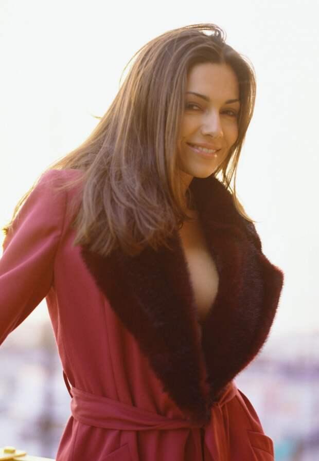 Красотка из 90-ых Ванесса Марсел.