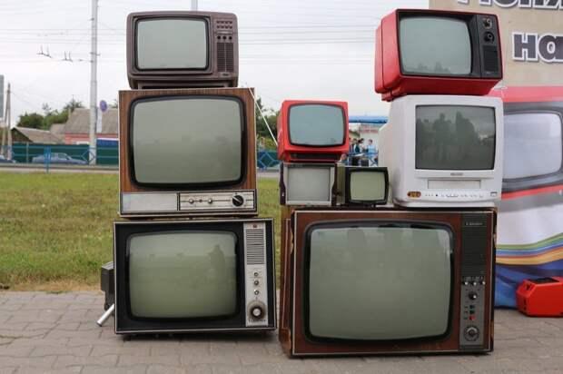 Врач рассказал, как правильно смотреть телевизор