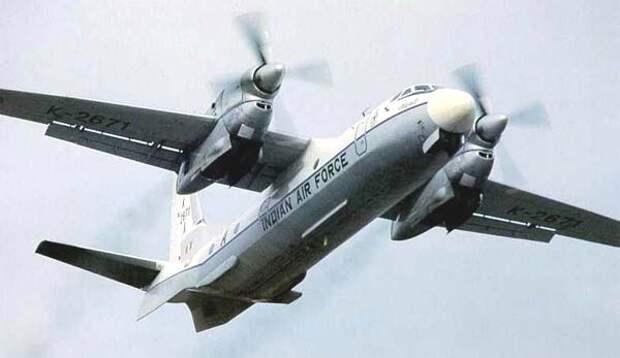 Ан-32 многоцелевой транспортный самолет.