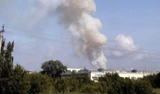 Выяснилось, что в Стерлитамаке горит соседнее со складом с порохом здание
