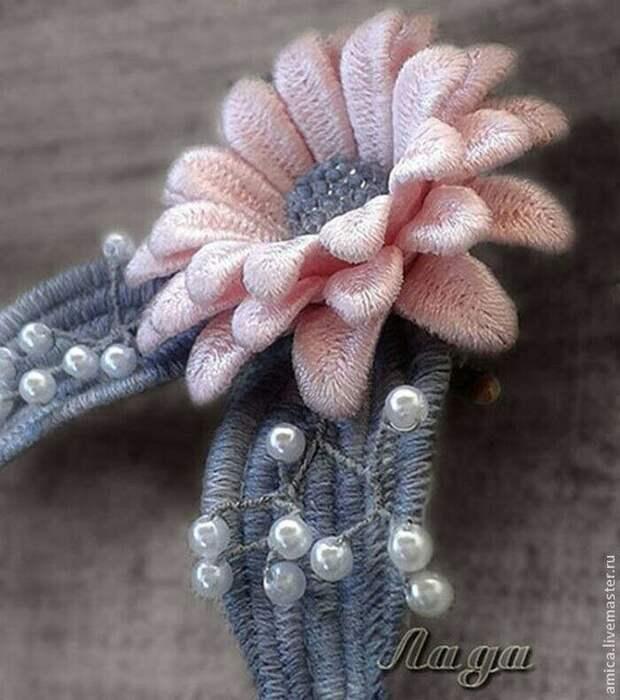 Объемная вышивка  Автор - Лада Москва
