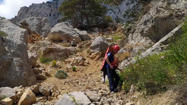 Инструктор туристической группы в Крыму упал со скалы