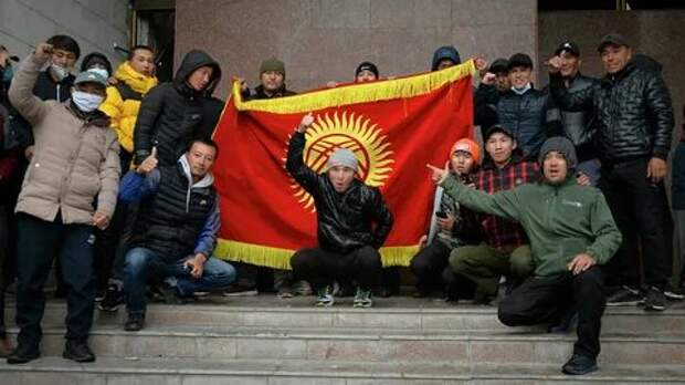 Революция пустого кошелька: экономика Киргизии награни краха