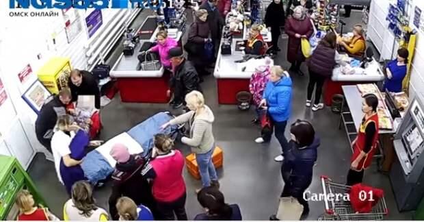 Россиянка родила прямо в магазине на кассе (ВИДЕО)