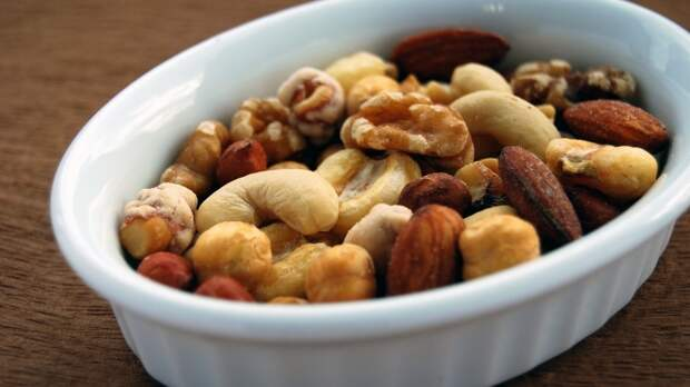 Чрезмерное употребление орехов может привести к проблемам с ЖКТ