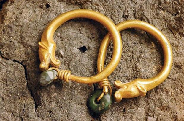 Золотое украшение