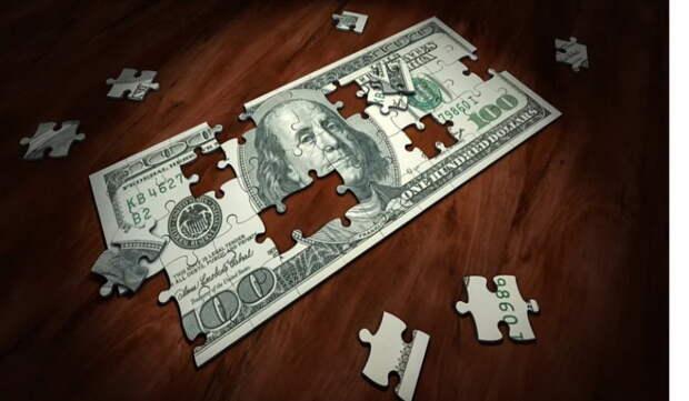 Эксперт предупредил об опасности приобретения долларов