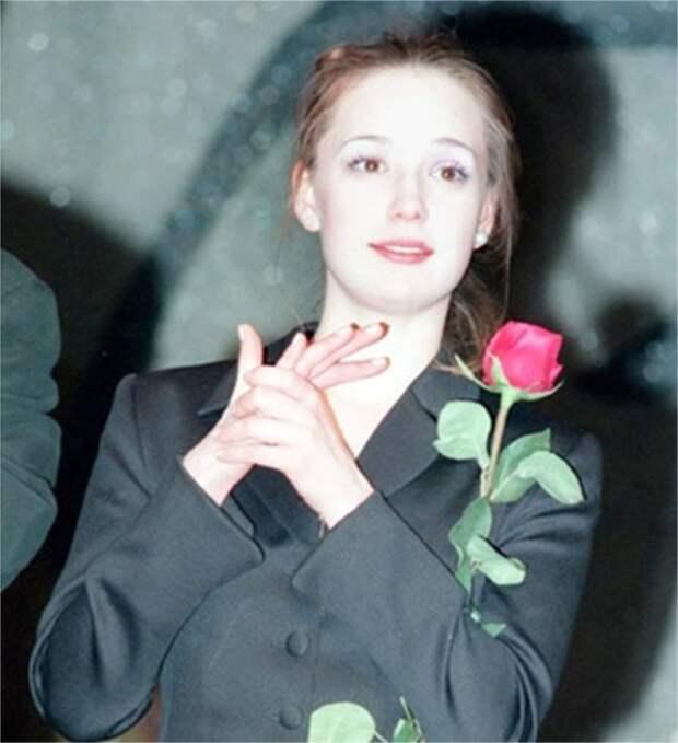 """Звёзды современного кино и шоу-бизнеса в """"лихие 90-е"""""""