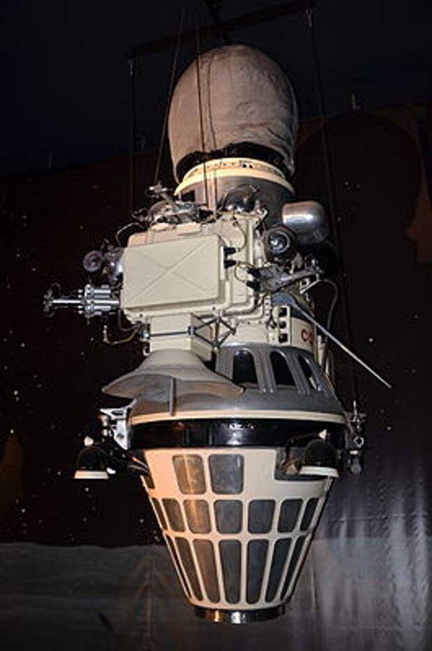 Luna 9 Musee du Bourget P1010505.JPG