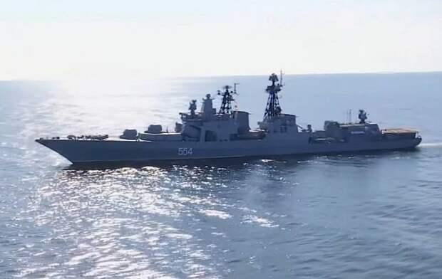 Попытка нарушить границу: Российский БПК приблизился к эсминцу США на 60 метров