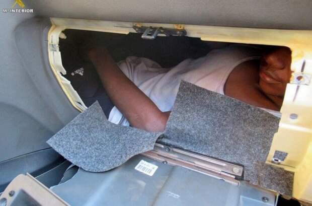 Досмотр авто на границе: как нелегалы упаковываются