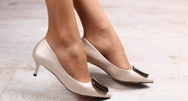 Туфли -лодочки на низком каблуке – правильный выбор для женщин 50+