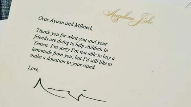 Анджелина Джоли направила щедрое пожертвование двум 6-летним продавцам лимонада в Лондоне