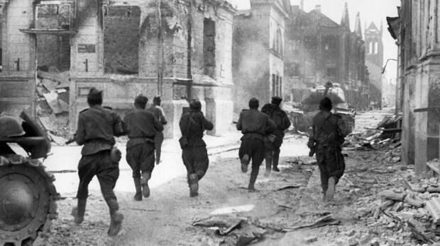 Где советские войска сражались с нацистами после их капитуляции?
