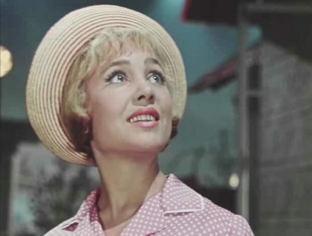 Надежда Румянцева в фильме *Королева бензоколонки*, 1962 | Фото: kino-teatr.ru