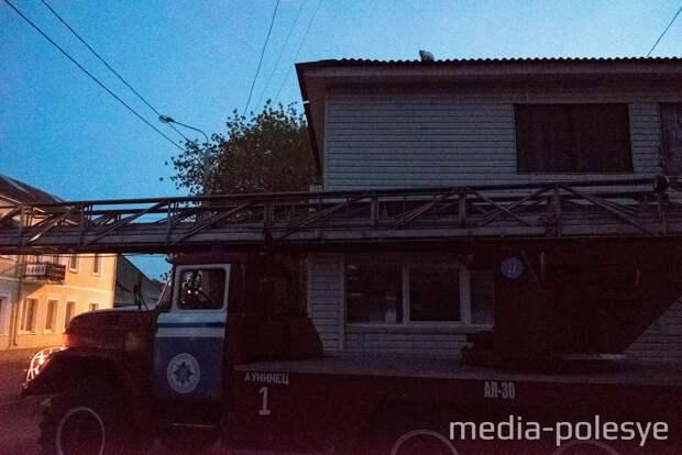 Вечером 22 сентября спецмашина РОЧС прибыла к кафе