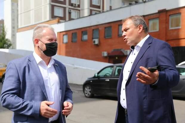 Петр Толстой взял под контроль вопрос создания пешеходной зоны в Марьино. Фото: Александр Чикин