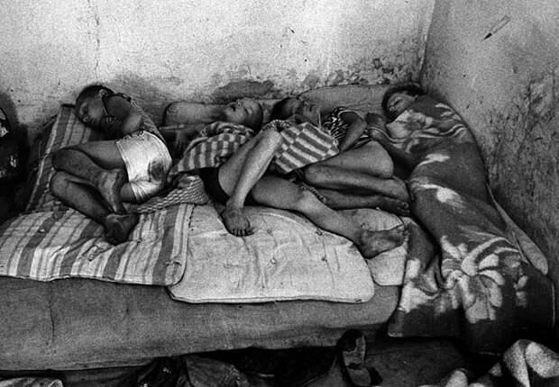 Что может быть печальнее на свете, чем брошенные дети...